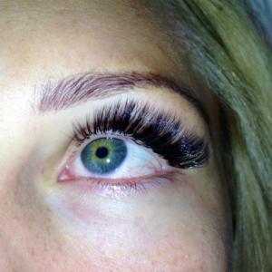 Volume Eyelash Extensions 4