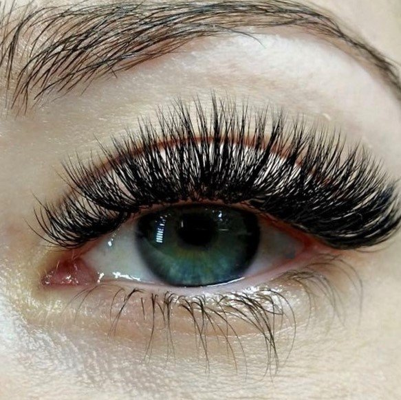 400663b401b The transition from classic to volume lashes | Want them fuller?
